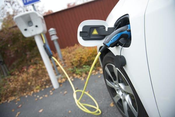 Bild - Biodrivmedel eller elektricitet som bränsle?