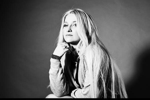 Bild - Strandhuggspremiär med Rebecka Karlsson