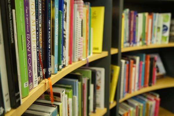 Bild - Vårens nya böcker på Tollarps bibliotek