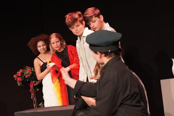 Bild - Prova på teater
