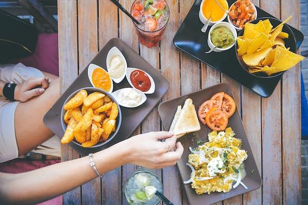 Bild - Kombinera mat och alkoholfri dryck