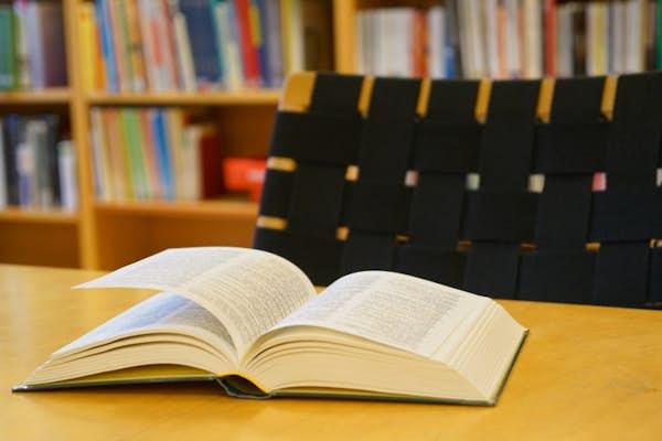 Bild - Bokparalleller–3 författare, 2 böcker, 1 möte
