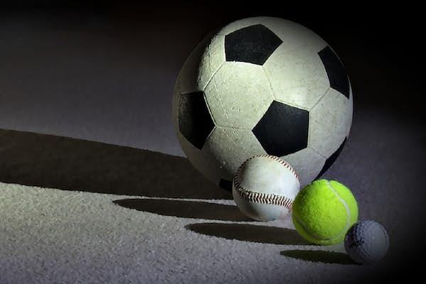 Bild - Med boll i Fröknegårdshallen