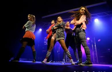 Bild - Showgruppen Showtime bjuder på sång och dans