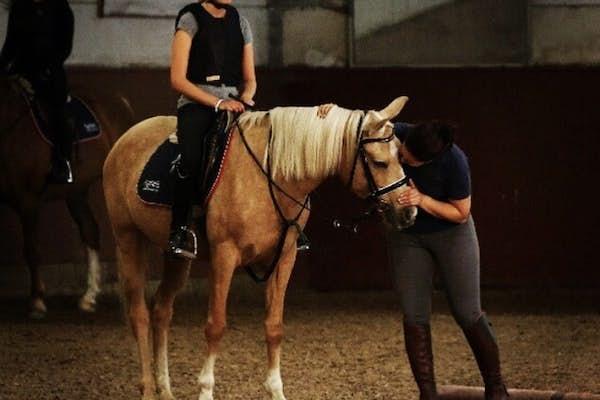 Bild - Jullov i stallet: Teater och hästar