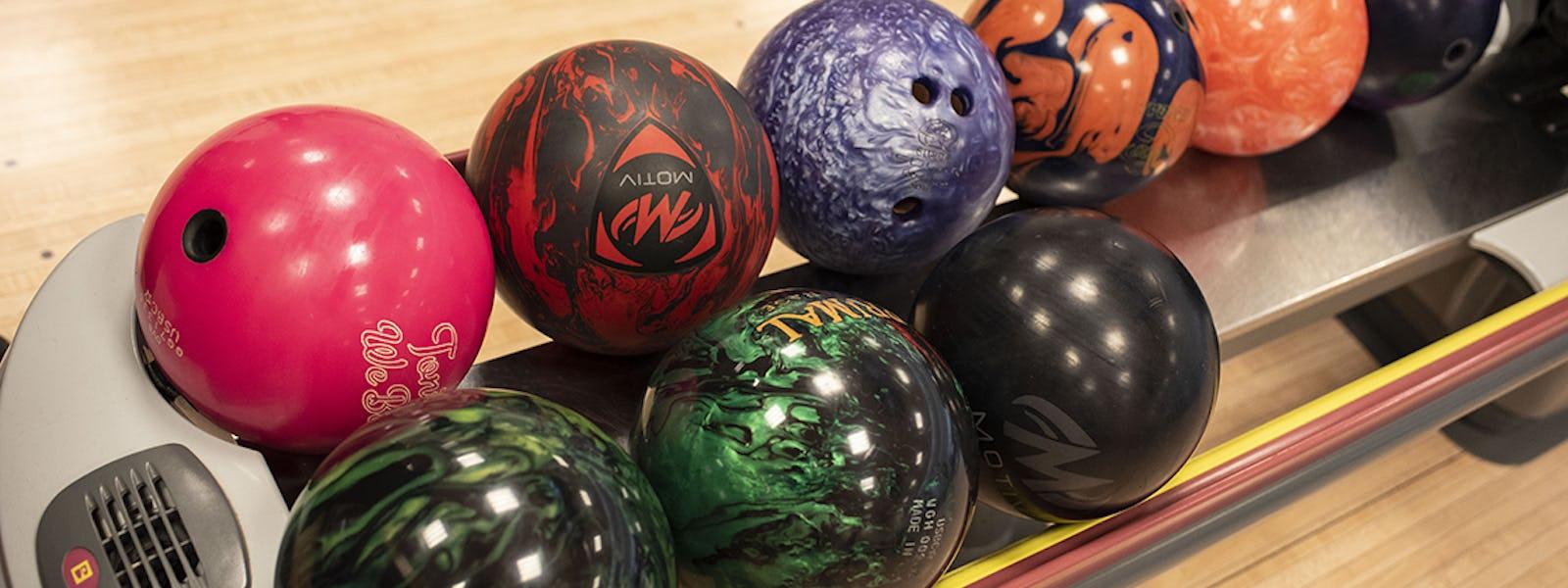 Bild - Barn bowlar gratis